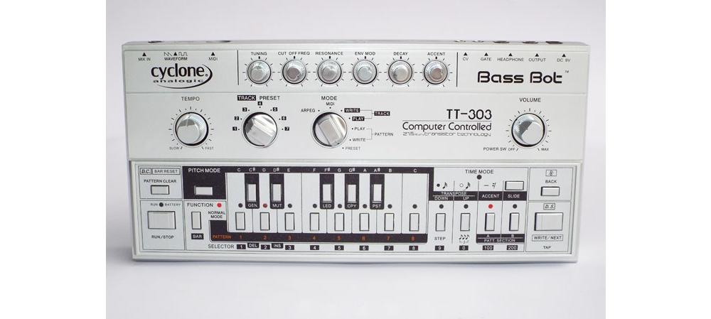 Синтезаторы и рабочие станции Cyclone Analogic Bass Bot TT303